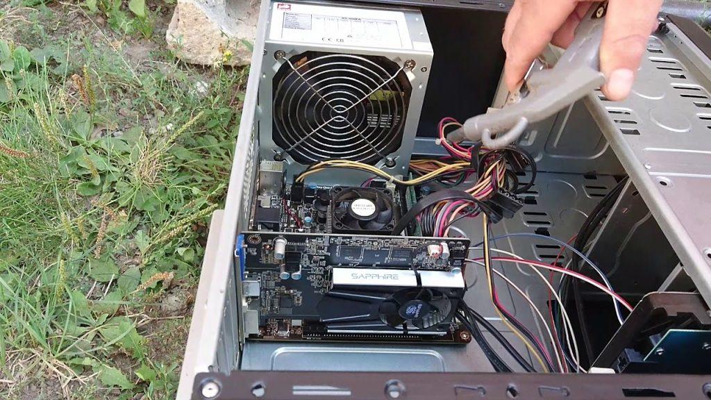 čišćenje kompjutera komprimiranim zrakom